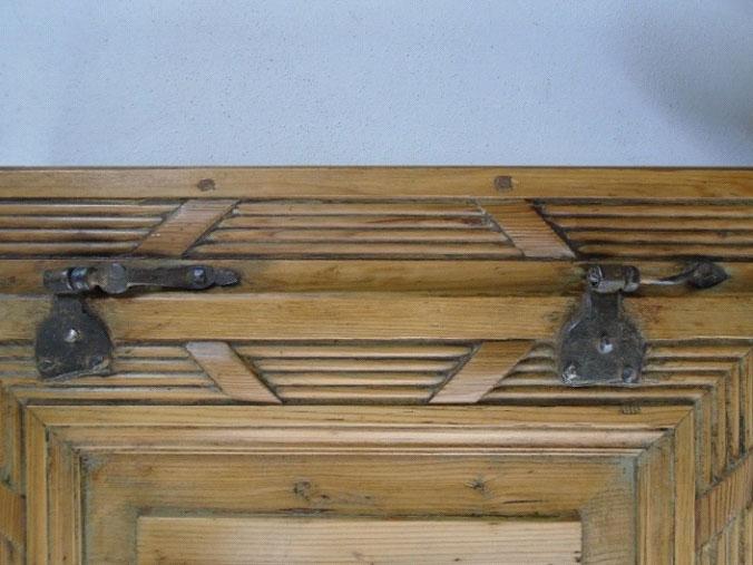 Riconoscere un mobile tirolese antichit evelina - Riconoscere mobili antichi ...