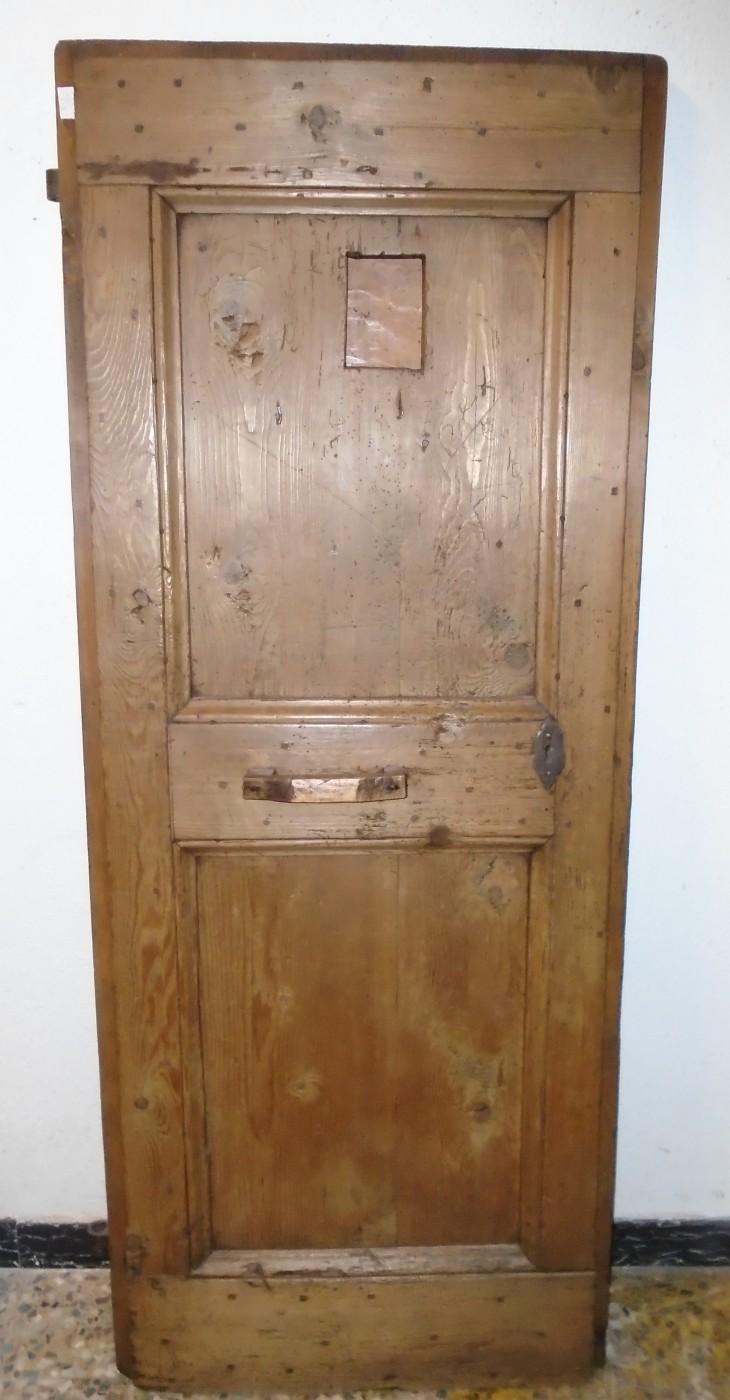 Porta con spioncino prov val badia antichit evelina - Spioncino porta con telecamera ...