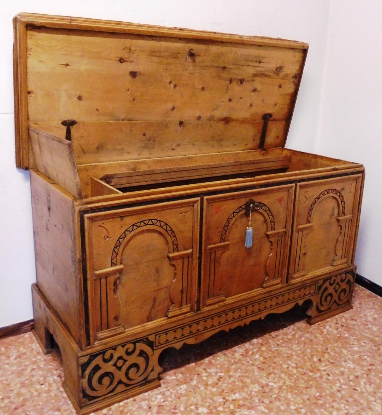 Cassapanca prov val badia antichit evelina vendita for Cassapanca roma