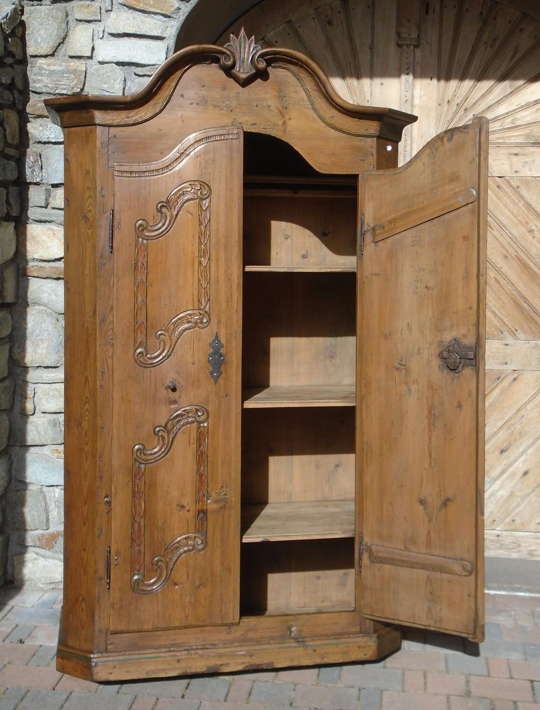 Armadi legno naturale idee di design per la casa for Vendita mobili rustici